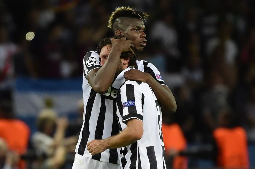 Paul Pogba i Andrea Pirlo - na jednym nie poznali się w Manchesterze, drugiego nie chcieli w Milanie