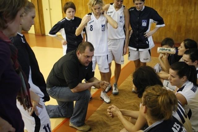 Trener Grzegorz Wiśniowskki i jego podopieczne marzą o drugiej wyjazdowej wygranej.