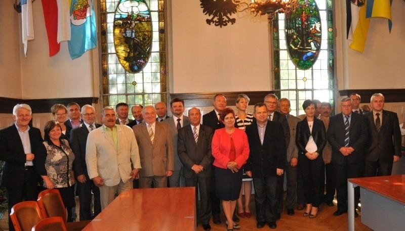 19 starostów, burmistrzów i wójtów podpisało porozumienie i...