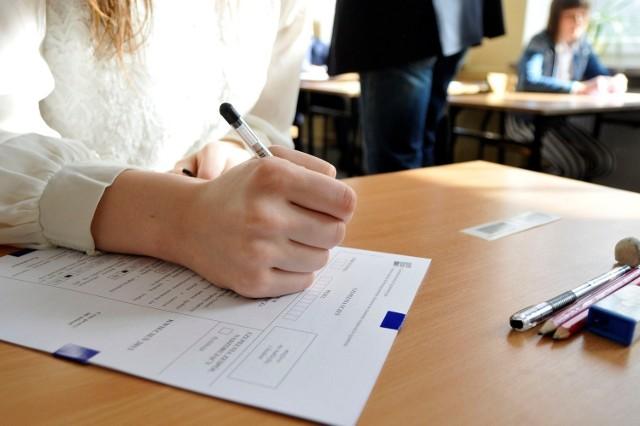 Ministerstwo nie podjęło jeszcze ostatecznej decyzji dotyczącej wygaszania gimnazjów. Na razie trwają konsultacje na ten temat, które mają potrwać do czerwca