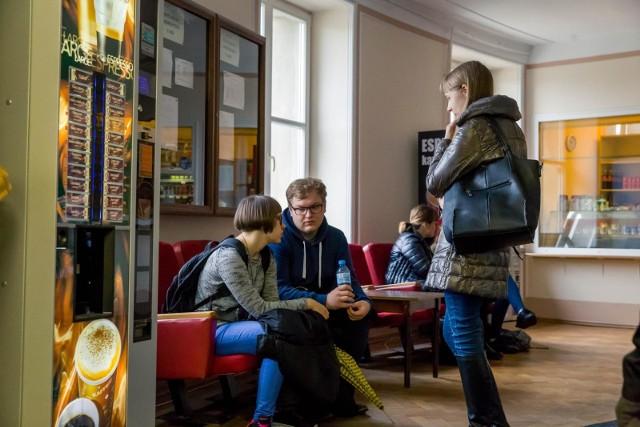 Białystok wśród ośrodków akademickich wyróżnia się różnorodnością kierunków. Jak na stolicę województwa podlaskiego przystało, jest on też stolicą edukacyjną. Zobacz jakie kierunki przewidują uczelnie w Białymstoku!