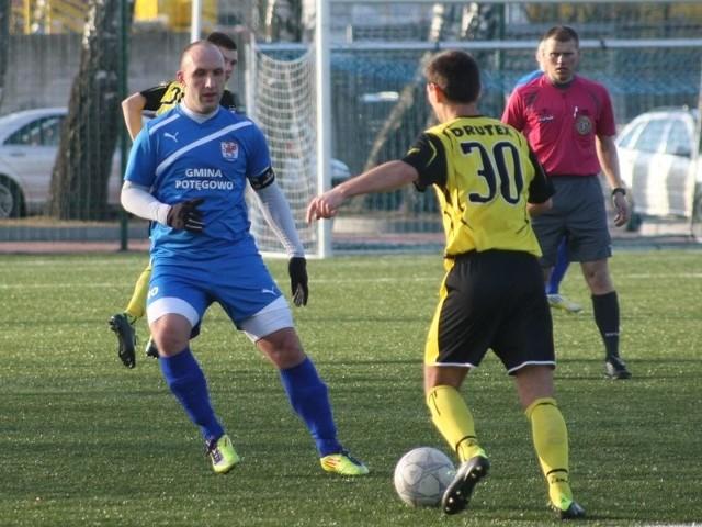 Znakomicie spisali się piłkarze Pomorza Potęgowo, którzy pokonali Pomezanię w Malborku aż 7:0 (3:0).
