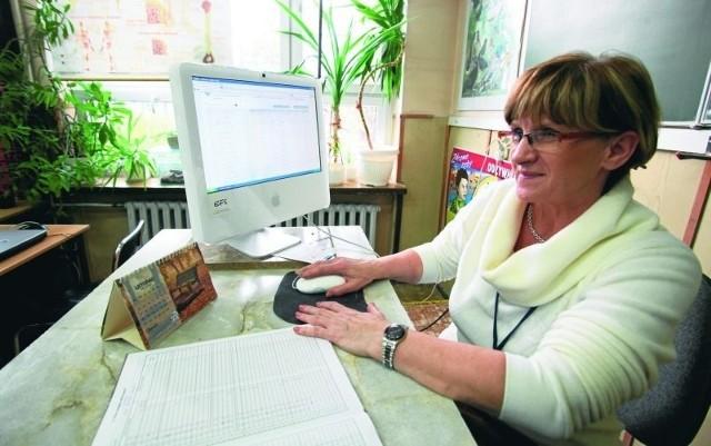 Wanda Świderek, wicedyrektor ZSP nr 3, na bieżąco monitoruje oceny i frekwencję uczniów. Rodzice zawsze mogą liczyć na aktualną informację.