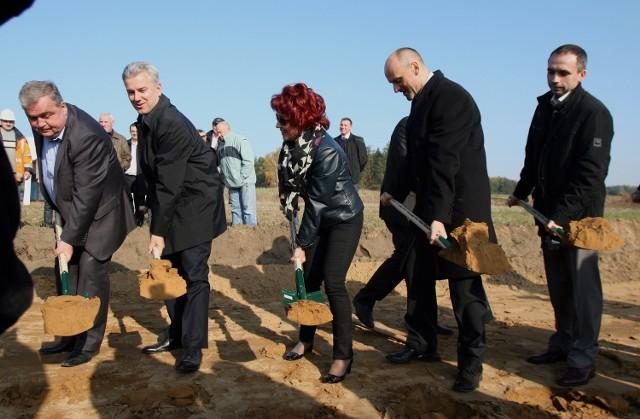 W listopadzie Cezary Grabarczyk, minister infrastruktury, wbijał pierwszą łopatę pod budowę S8