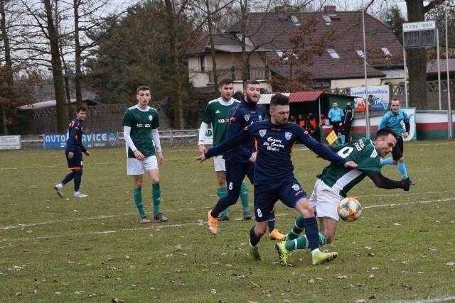 W 23. serii gier BS Leśnica 4 Ligi Opolskiej sensację na terenie czołowej ekipy tabeli sprawiła zamykająca stawkę Pogoń Prudnik. Graczem kolejki ponownie został  natomiast wybrany przez nas zawodnik, który ... zaszczepił się przeciw koronawirusowi.