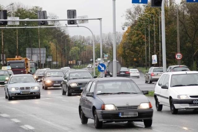 Zmiany na skrzyżowaniu nie dotyczą wyłącznie sygnalizacji. Zlikwidowane będzie przejście dla pieszych obok budowanej stacji benzynowej, po drugiej stronie powstanie  przejazd dla rowerzystów.