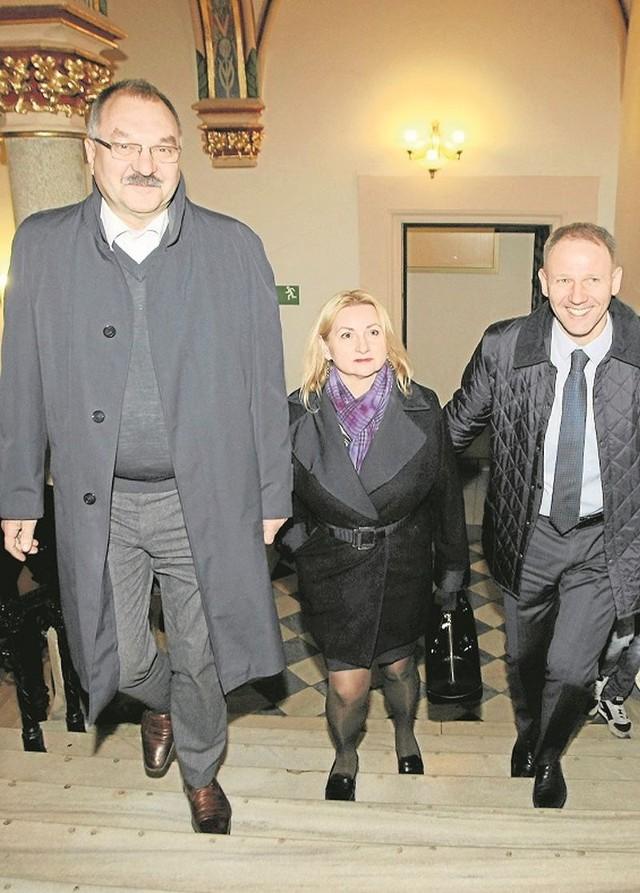 Cezary Przybylski, Barbara Zdrojewska i Jacek Protasiewicz w drodze na negocjacje z prezydentem Rafałem Dutkiewiczem