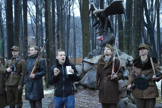 Ks. Jacek Międlar podczas uroczystości upamiętniającej rocznicę śmierci Józefa Kurasia ps. Ogień