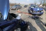 Wypadek na Krzywoustego. Peugeot jechał pod prąd (ZDJĘCIA)