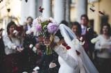 Trendy w modzie ślubnej 2021. Panny młode decydują się na kameralne przyjęcia i wygodne suknie (ZDJĘCIA)