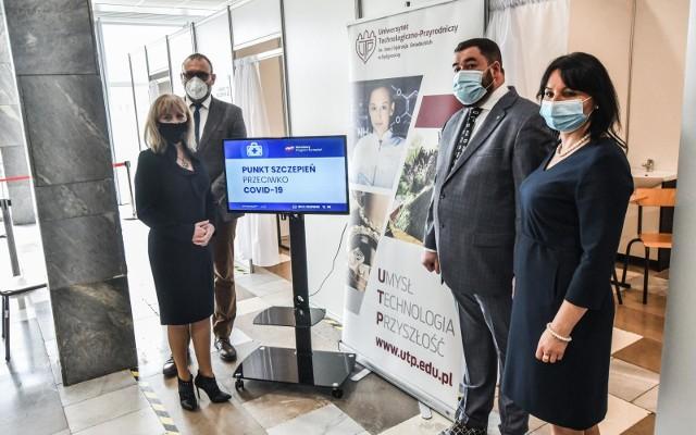 Bydgoski ratusz, wspólnie z Przychodnią Bajka i Uniwersytetem Technologiczno-Przyrodniczym, uruchamia pierwszy w województwie pilotażowy punkt szczepień powszechnych. Szczepienia bydgoszczan przeciwko Covid-19 rozpoczną się 20 kwietnia br.