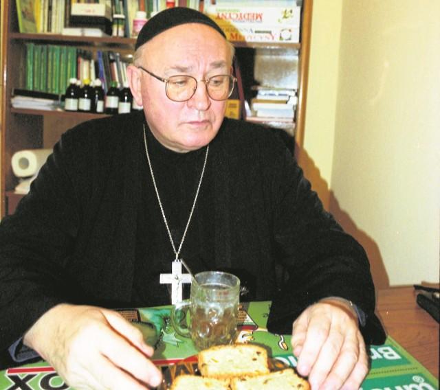 Ojciec Jan Grande  to jeden z największych w powojennej Polsce autorytetów w dziedzinie poradnictwa żywieniowego, ziołolecznictwa i szeroko pojętej profilaktyki zdrowotnej