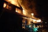 Pożar w dawnej szkole w Wąsoszy. Ktoś podpalił zabytkowy budynek?