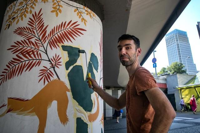 Na rondzie Mogilskim zagoszczą dzikie zwierzęta i rośliny - artystyczna dżungla w miejskiej dżungli powstaje dzięki grupie miłośników murali, do której należy także Marcin Nawrocki
