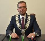 """Burmistrz Szprotawy wyszedł z aresztu. """"Prokuratura zabroniła mi mówić o szczegółach śledztwa, ale sprawa jest dęta"""" - mówi Mirosław Gąsik"""