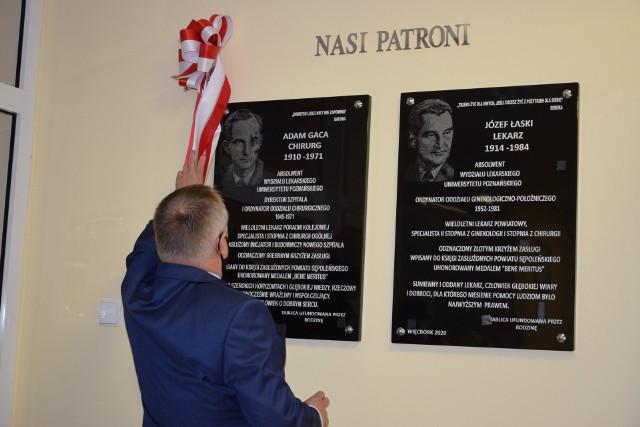 W Szpitalu Powiatowym w Więcborku odsłonięto tablice poświęcone patronom szpitala, dr. Adamowi Gacy i Józefowi Łaskiemu