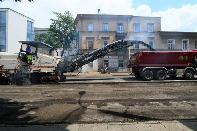 """Żadne drzewo nie zostanie wycięte, a do przesadzenia zostały cztery – taki jest nowy """"plan"""" na przebudowę ul. Lipowej"""