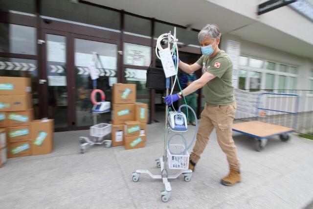 Szpital Strusia otrzymał urządzenia do terapii pacjentów z koronawirusem od Siepomaga.