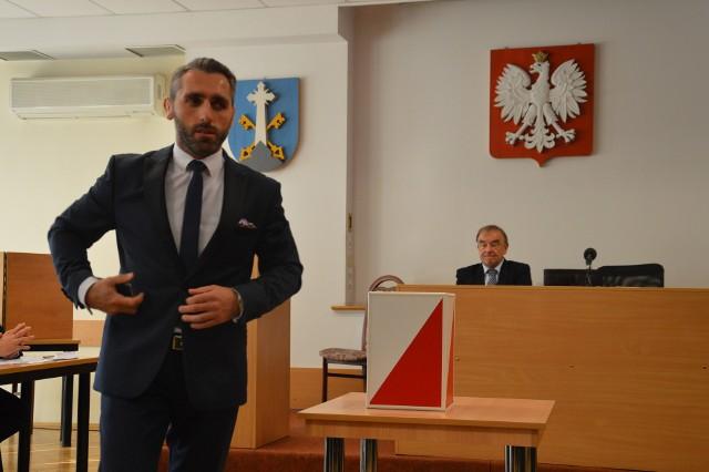 Grzegorz Jóźkiewicz nadal będzie kierował pracami rad miasta. Ma teraz za sobą 10 z 21 radnych