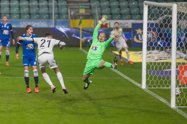 W ostatnim meczu Legia - Lech przy Łazienkowskiej gospodarze wygrali rzutem na taśmę
