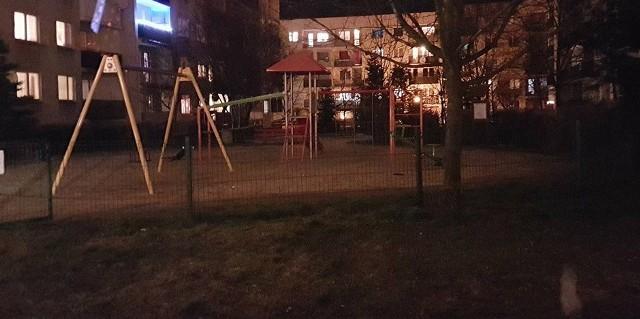 Ciało kobiety  leżało na placu zabaw na osiedlu Zastalowskim w Zielonej Górze