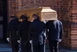 Pogrzeb osoby zmarłej na koronawirusa. Jak wygląda pochówek zmarłych na COVID-19? Sprawdź wytyczne i procedury