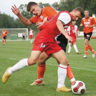 Daniel Dylewski (na pierwszym planie) nie miał zbyt wielu okazji ku zdobyciu swojej pierwszej bramki w barwach ŁKS-u Łomża