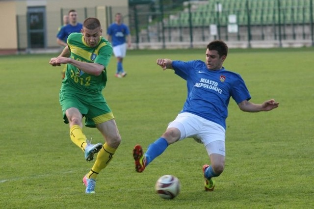 W 67 min meczu Łukasz Cichos (w zielonej koszulce) zdobył dla Siarki kontaktowego gola, ale na więcej gospodarzy nie było stać.