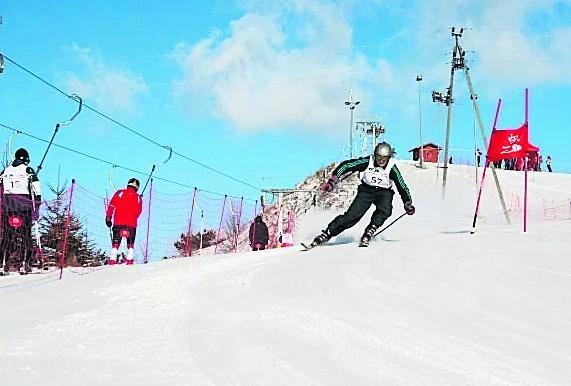 Mazury. Zimowa aura ożywiła stokiOśrodek w Okrągłem na narty zaprasza codziennie od godz. 9 do 22