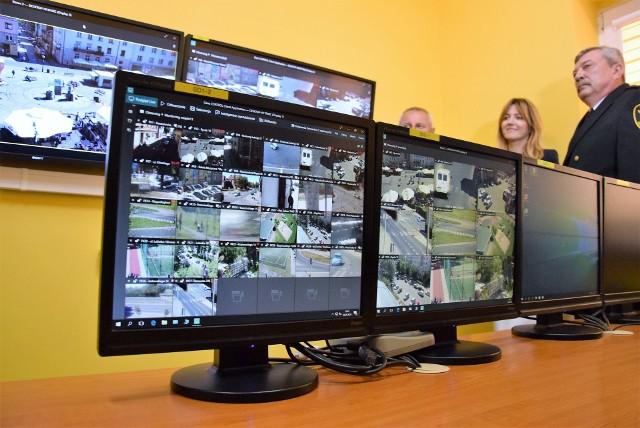 Centrum miejskiego monitoringu w siedzibie straży miejskiej. Do końca października docierać tu będzie obraz z kolejnych siedmiu kamer