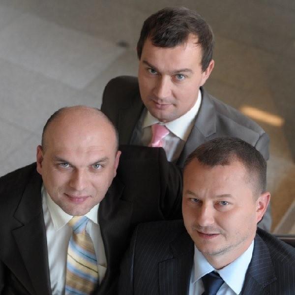 Spośród wielu do ścisłej czołówki dostali się: Dariusz Topolewski (prezes zarządu Oponeo.pl), Arkadiusz Kocemba (członek zarządu) oraz Ryszard Zawieruszyński (przewodniczący rady nadzorczej).