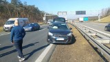 Zderzenie dwóch aut na autostradzie w Gogolinie w kierunku na Katowice. Droga była zablokowana (zdjęcia)