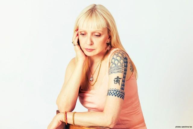 Gitarzystka Leni Stern czesto porównywana jest z Patem Mathenym i Johnem McLauglinem