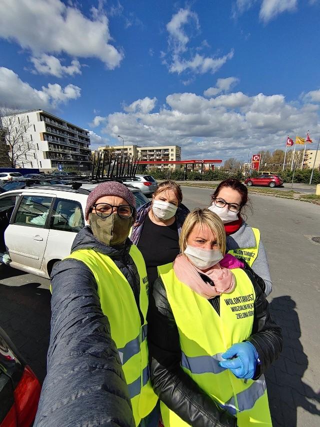 2 miesiące działań i... 123 tysiące uszytych maseczek. Tak prężnie działała grupa Maseczki Zielona Góra. Zdjęcia z różnych akcji i szycia publikujemy dzięki uprzejmości koordynatorów akcji.