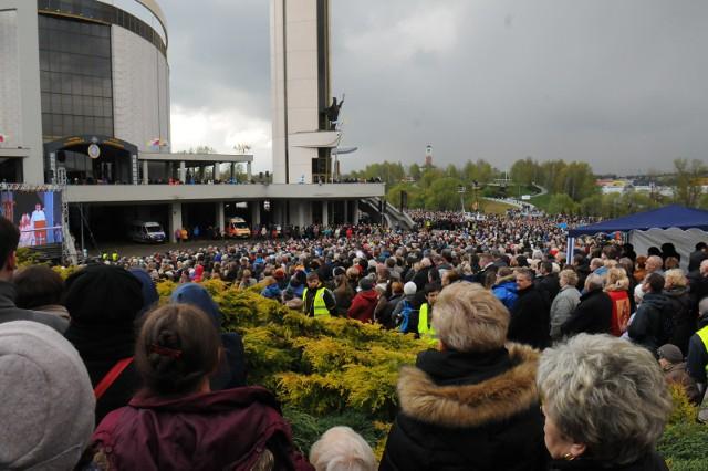 Takie tłumy w Łagiewnikach w Święto Miłosierdzia jak np. cztery lata temu? W tym roku nie ma o tym mowy