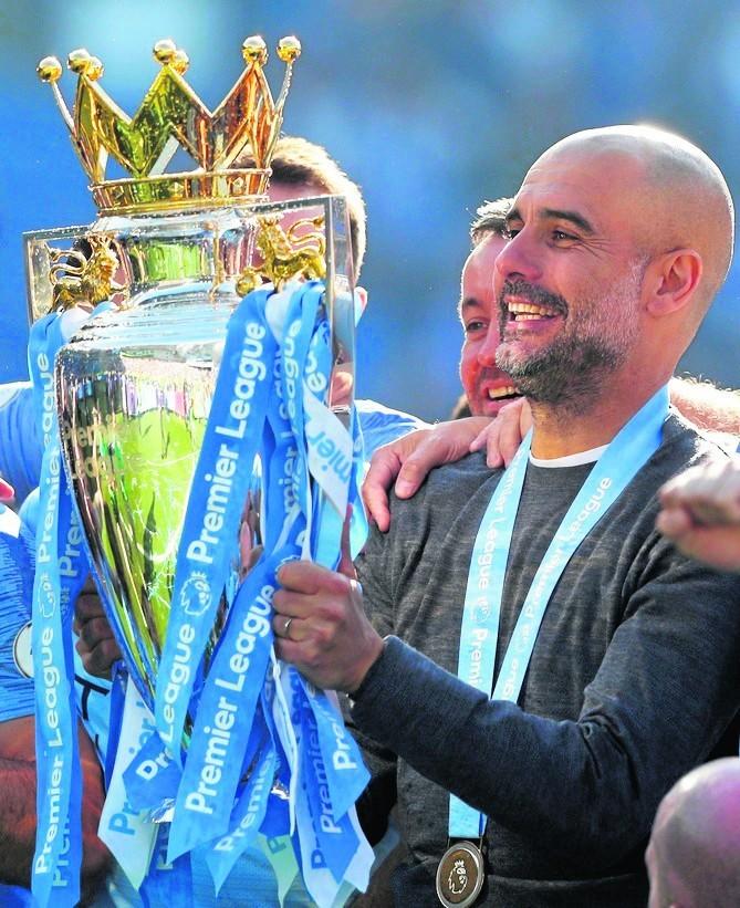 Manchester City świętuje szósty tytuł mistrzowski w historii. UEFA jednak patrzy im na ręce. Na zdjęciu menedżer City Pep Guardiola