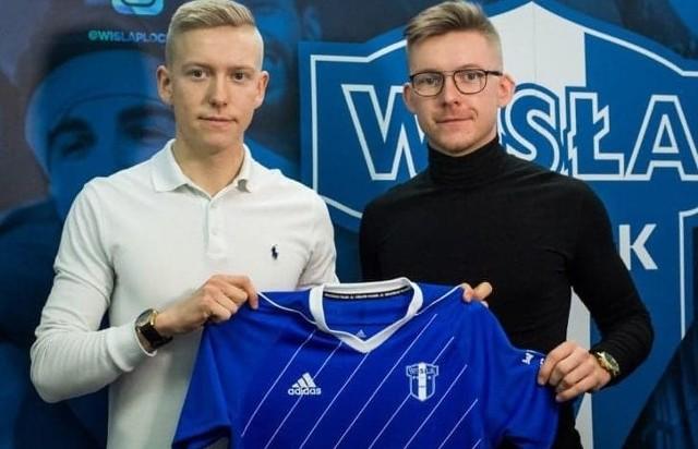 Kacper Rogoziński (z lewej) podpisał kontrakt z Wisłą Płock. Obok jego starszy brat Filip Rogoziński.