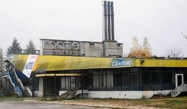 Motel Krak przez lata popadł w ruinę, a w 2014 roku został wyburzony