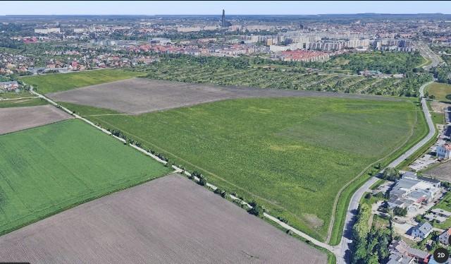 Na razie ul. Asfaltowa w większej części jest polna, dziurawa i praktycznie nieprzejezdna. Wkrótce ma połączyć dwa osiedla na południu Wrocławia