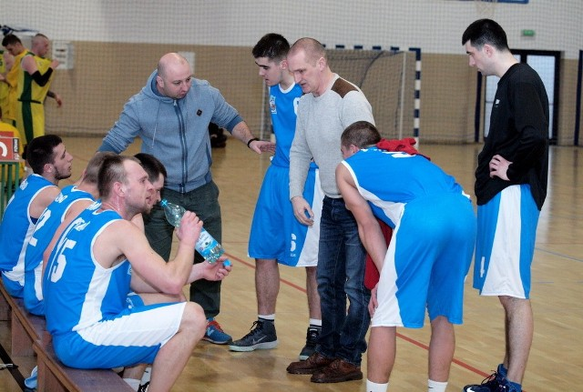 Koszykarze z Chełmna nowy sezon rozpoczeli od zwycięstwa