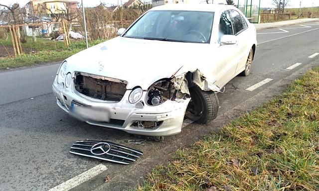 W dniu dzisiejszym (29 grudnia) w miejscowości Dobieszewko miał miejsce wypadek z udziałem dwóch samochodów osobowych. Kierująca autem marki Volkswagen, wymusiła pierwszeństwo przejazdu na prawidłowo jadącym Mercedesem. Jedna osoba (kierowca Mercedesa) trafiła do słupskiego szpitala.