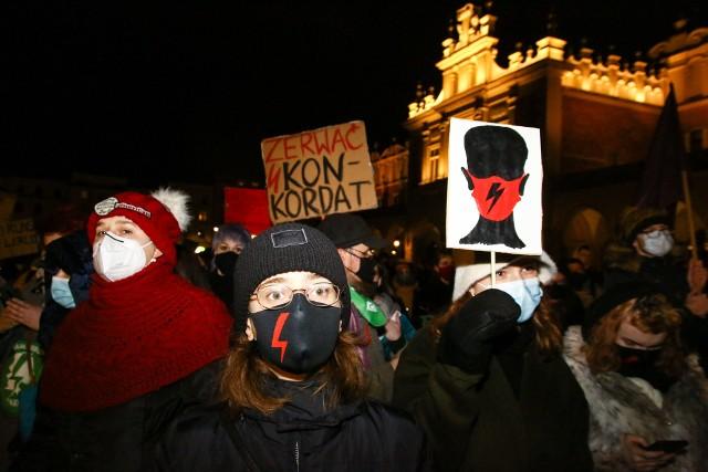 """""""Dzień Kobiet Bez Kompromisów"""". Wielki marsz kobiet w Krakowie"""