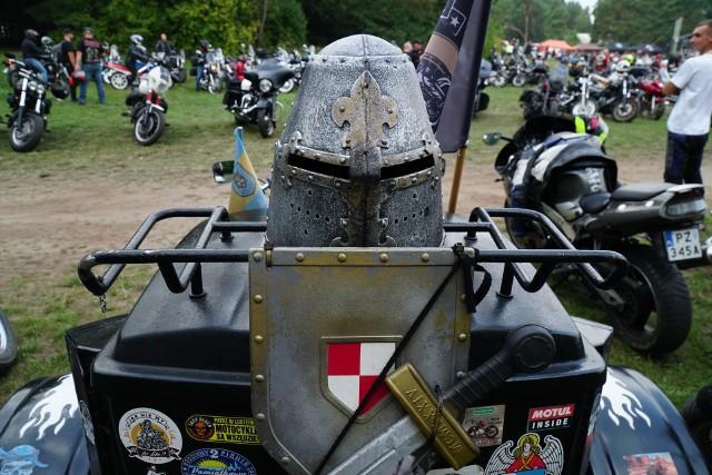 W zakończeniu sezonu w Poznaniu  biorą udział załogi dwóch tysięcy motocykli.Przejdź do kolejnego zdjęcia --->