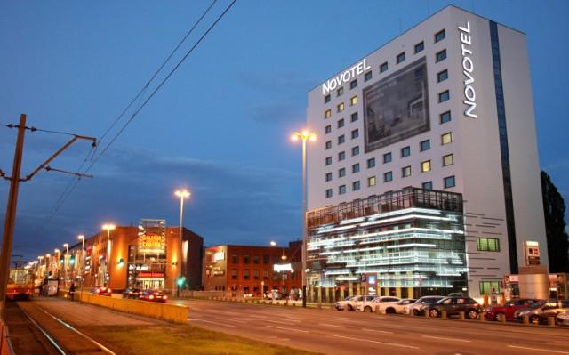 25-latek popełnił samobójstwo skacząc z hotelu Novotel