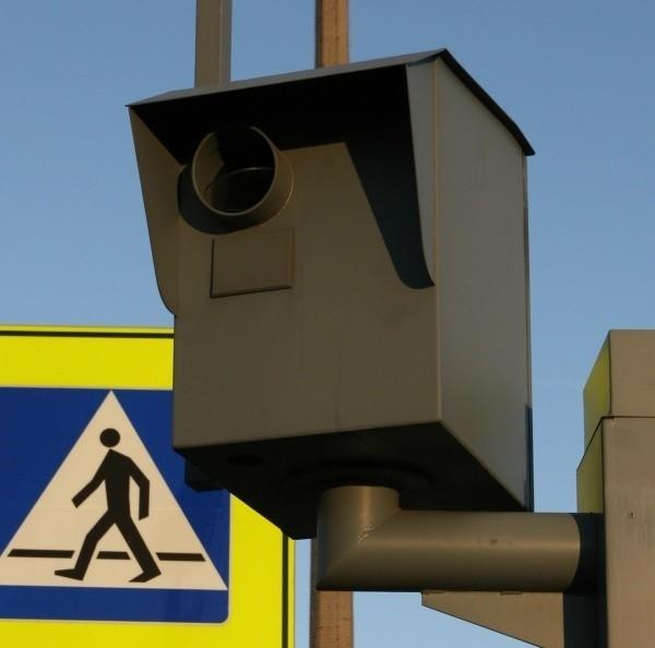 Na zdjęciu z fotoradaru widać np. czy kierowca ma zapięte pasy lub rozmawia przez telefon.