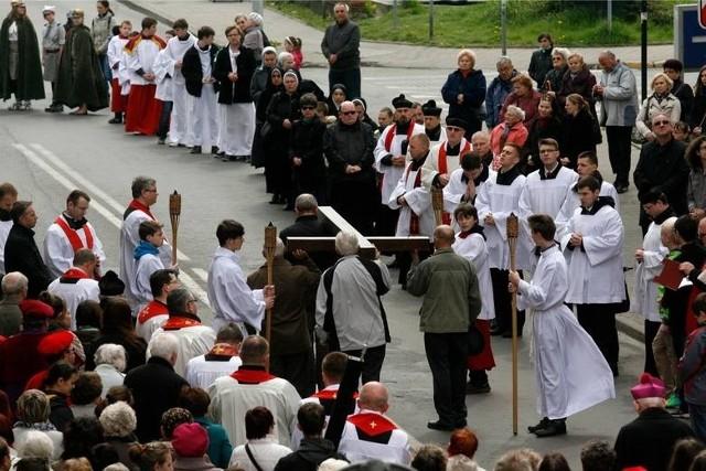 W kalendarzu liturgicznym nazywany jest ten dzień Wielkim Piątkiem Męki Pańskiej