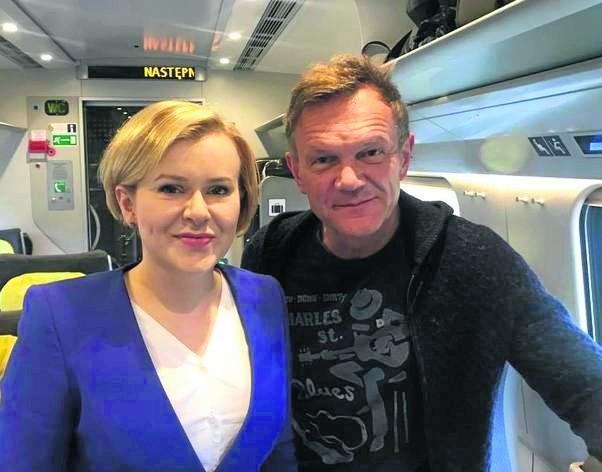 Posłanka Prawa i Sprawiedliwości Anna Krupka w pociągu PKP Intercity spotkała znanego aktora Cezarego Pazurę.
