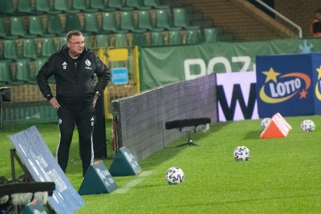 Trener Legii Czesław Michniewicz jest krytykowany za swoje decyzje. Nie powinien wystawiać zawodników z objawami koronawirusa