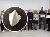 Firma z Grudziądza przekazała 17 tysięcy maseczek lokalnemu Caritasowi