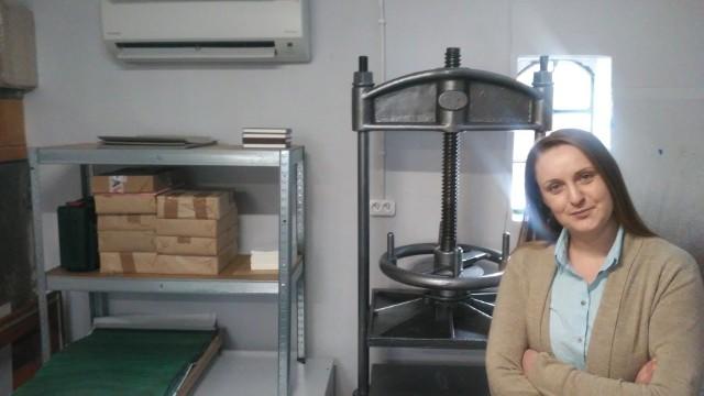 Magdalena Bulanda z Bydgoszczy otworzyła swoją pracownię introligatorską podczas pandemii. Ten trudny czas paradoksalnie pomógł jej w podjęciu decyzji.